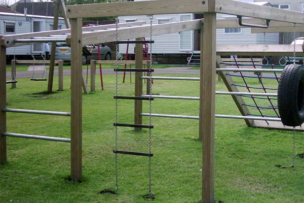 5 Rung Ladder with Chains