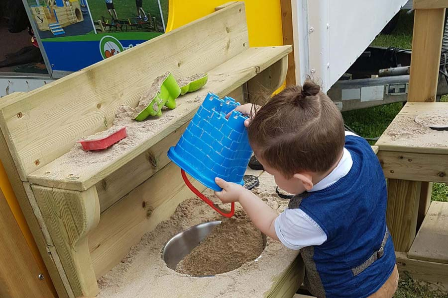 Mud Kitchen With Shelf, Hob Top, Mixing Bowl & Under Counter Storage