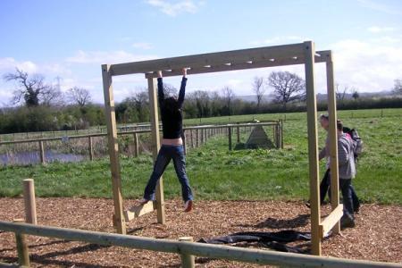 hanging-bars-02.600
